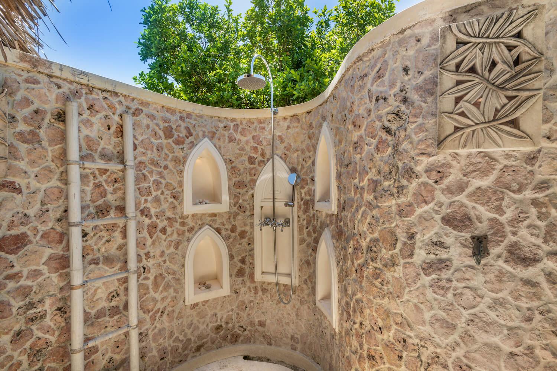 Qambani Luxury Resort Castaway bathroom