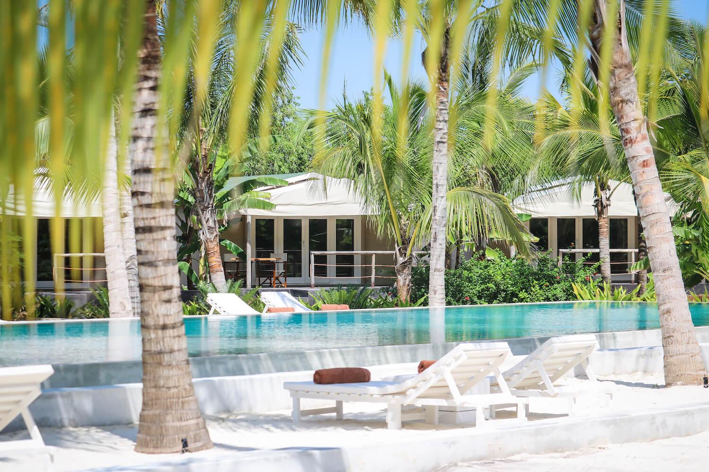 La Luna Suite Apartments pool and sun loungers
