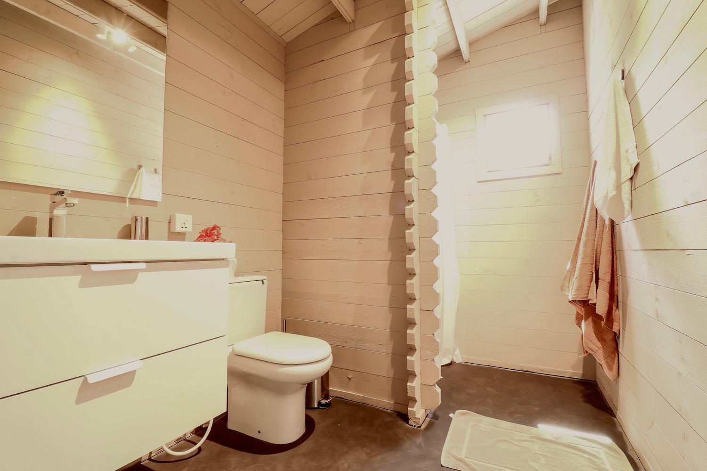 La Luna Suite Apartments bathroom