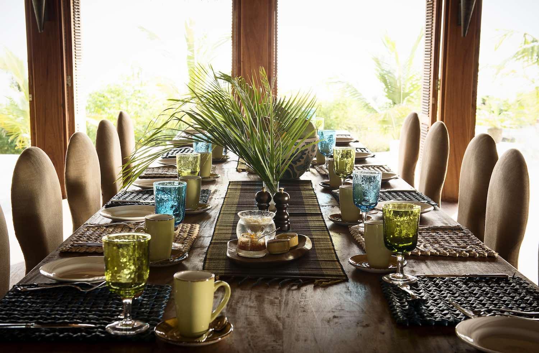 Qambani Luxury Resort dining table