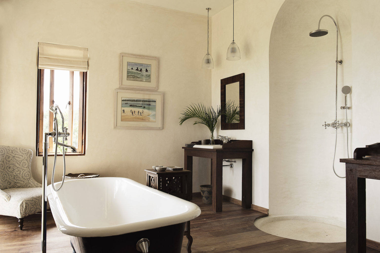Qambani Luxury Resort plantation bathroom