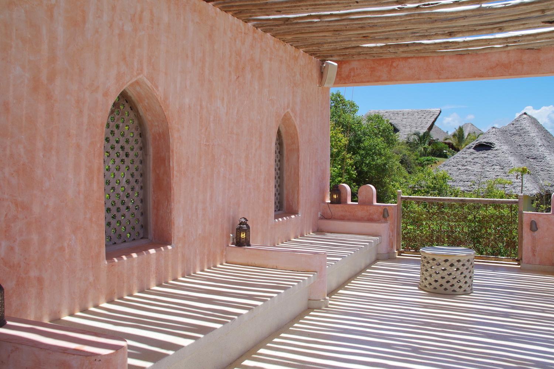 Qambani Luxury Resort sundowner rooftop