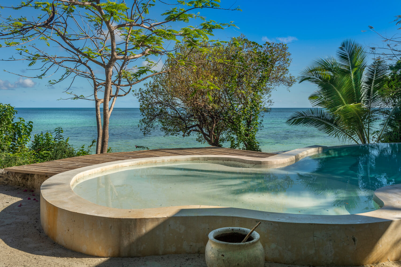 Qambani Luxury Resort saltwater pool