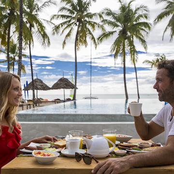 The Loop Beach Resort outdoor breakfast with guests