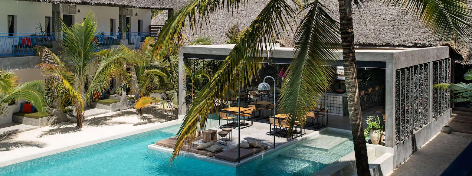 Casa Beach Hotel pool & restaurant